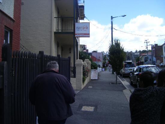 Narrara Backpackers: The street
