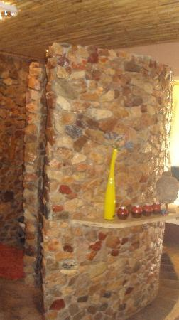 Olive Garden Country Lodge: The stone clad shower