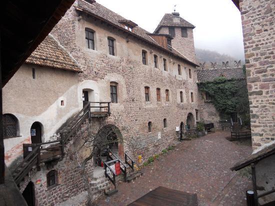 Castel Roncolo - Schloss Runkelstein: CASTEL RONCOLO -BZ- cortile interno