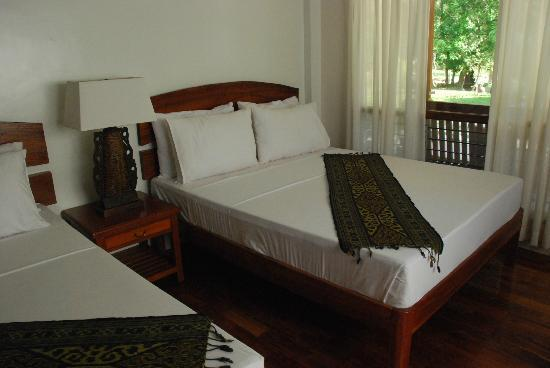 Busuanga Island Paradise: This is the photo inside the villa.  The cabana is similar except for the villas having addtl lo
