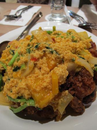 Lerk Thai : The piece de resistance- soft shell crabs with egg omelette