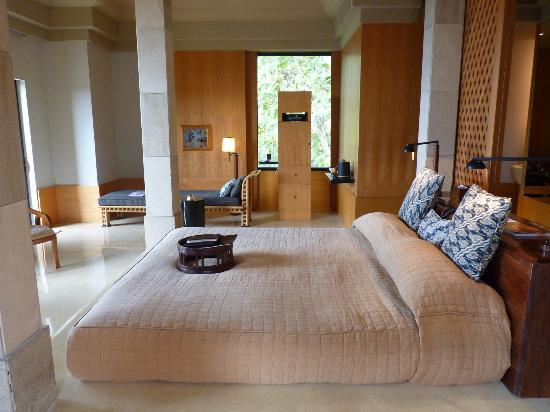 Amanjiwo Resorts : One of the two bedrooms of the Dalem Jiwo Suite