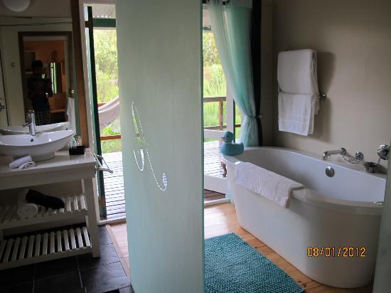 Armagh Country Lodge: the bathroom