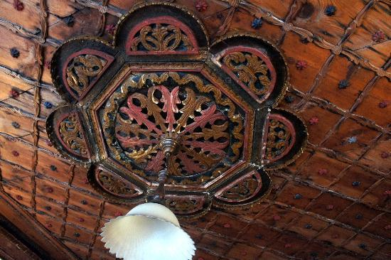 Hotel Kalemi: Our ceiling