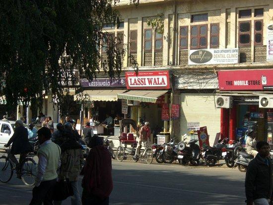 Shreenath Lassiwala : お店