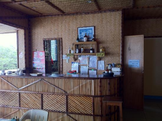 Jendi Seafront Lodge: Main House, Look in Their Kitchen before you Eat...you will be disgusted