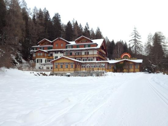 Parkhotel Sole Paradiso: hotel visto dal parco