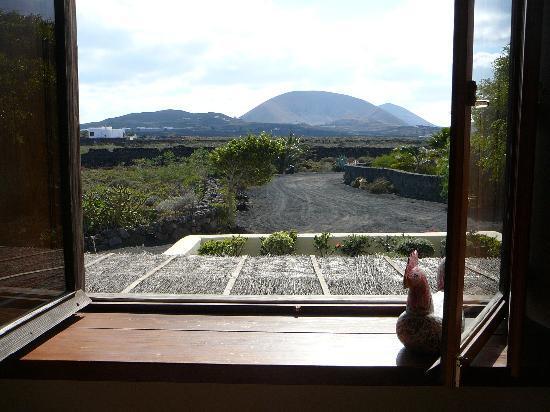 Casa Tomaren: Uitzicht op de vulkaan vanuit de slaapkamer eerste etage