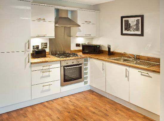 Oakhill Apartments: Kitchen