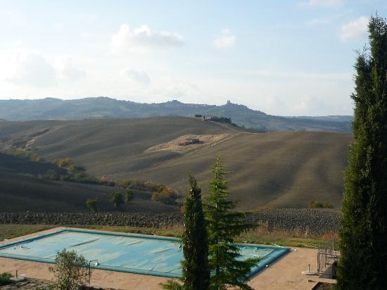 Agriturismo I Savelli: panorama dalla piscina
