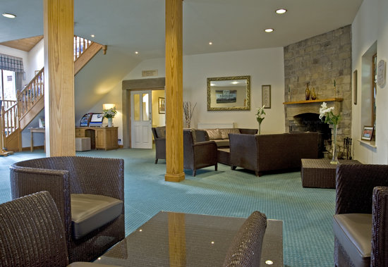 BEST WESTERN Garstang Country Hotel and Golf Centre: Reception with log fire
