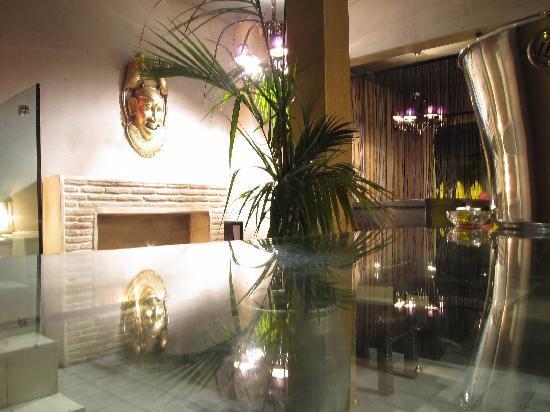 Mezzanine Fes: upstairs lounge