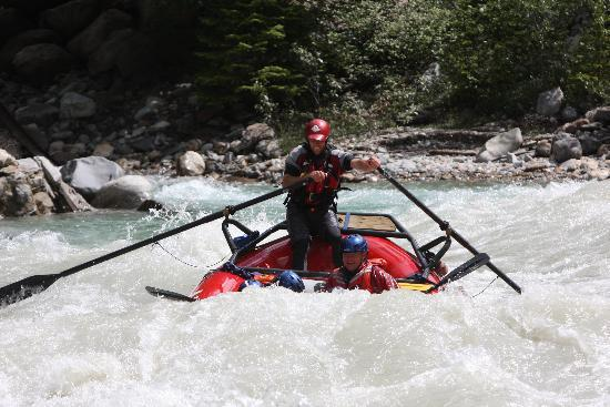 Alpine Rafting : Heading into a wave