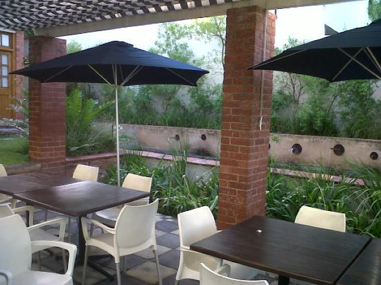 The St. James on Venice: Lovely outside patio area