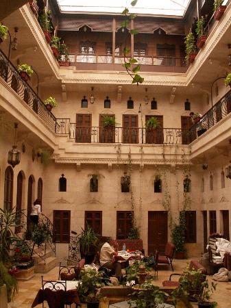 Mandaloun Hotel-Restaurant: Inner court