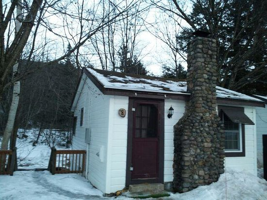 Pemi Cabins: Outside Cabin