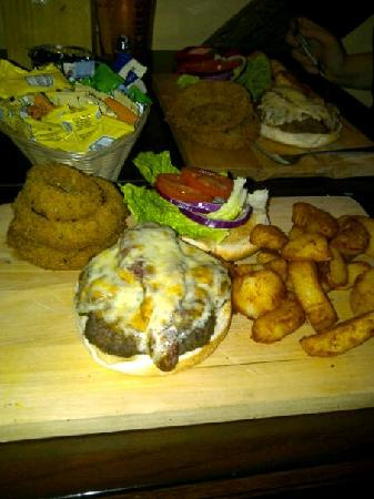 Bear and Billet: The best burger and chips!
