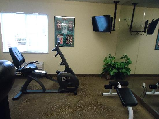 Candlewood Suites Emporia: gym facilities