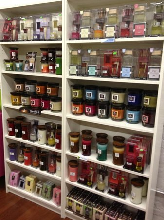 Blackstone, VA: Woodwick candles