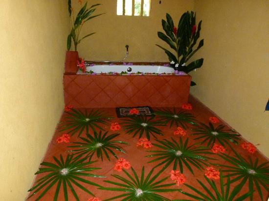 Dalmanuta Gardens - Ayurvedic Resort & Restaurant: Flower Bath