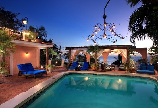 Little Arches Boutique Hotel: Little Arches Pooldeck at Dusk