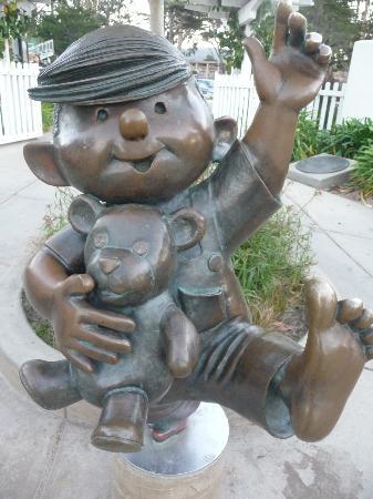 Monterey, Kaliforniya: Statue at entrance of the park