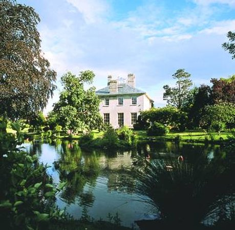 The Lynch Country House: The Lynch and lake