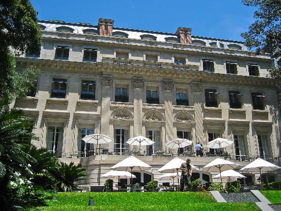 Palacio Duhau - Park Hyatt Buenos Aires : View inside the courtyard.