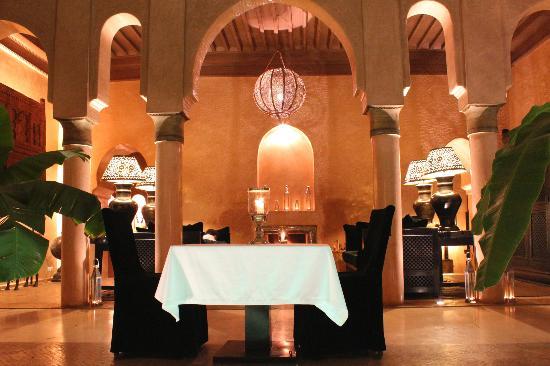 Riad Noir d'Ivoire: Intimate dining around the centrepiece plungepool