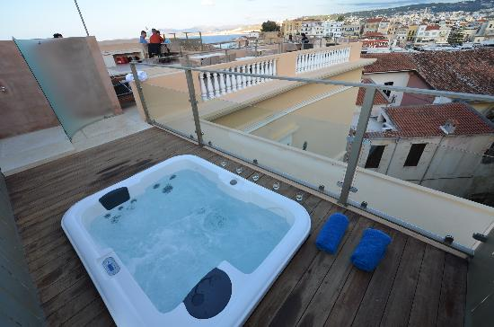 Casa Delfino Hotel & Spa: roof terrace hot tub