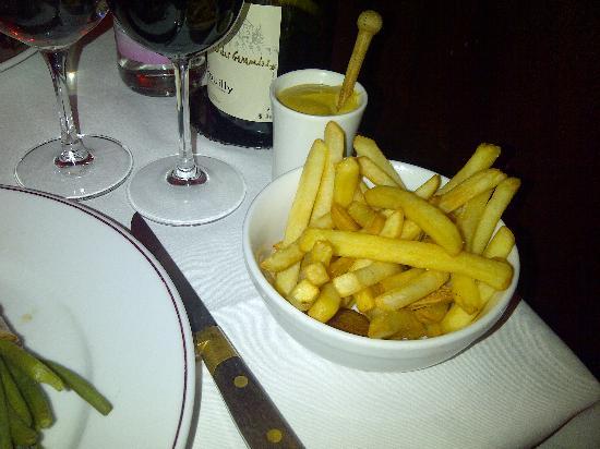 Le Petit Colbert: ...garni avec pommes frites
