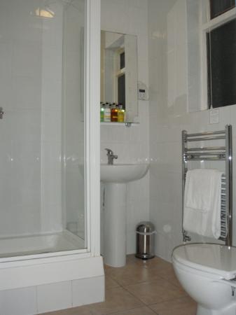 Savoro Restaurant with Rooms: Bathroom