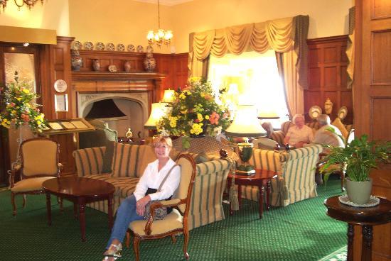 Victoria Hotel: lounge