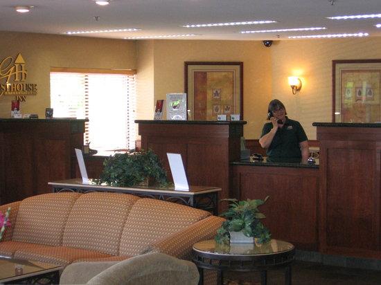 Auburn Red Lion Inn & Suites: Our lovely lobby