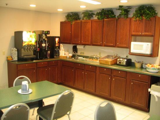 Auburn Red Lion Inn & Suites: Breakfast anyone?
