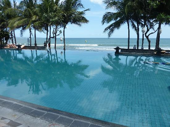 The Legian Bali: pool ocean