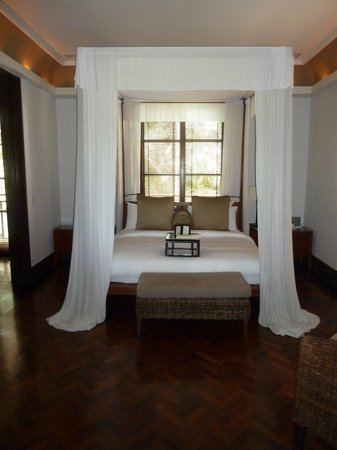 The Legian Bali: canopy bed
