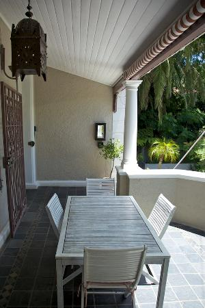 Front porch breakfast area at Parker Cottage