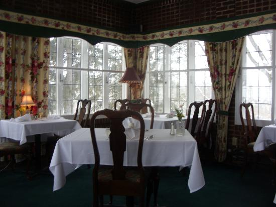 The English Inn: Breakfast served in charming room with a great view