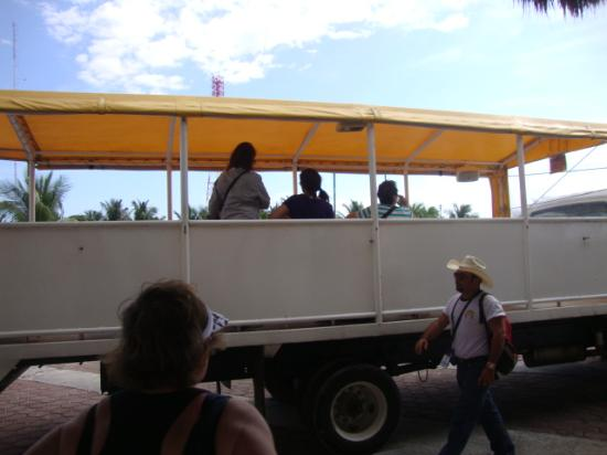 """Rancho Buenavista: The """"air conditioned"""" vehicle to the ranch"""