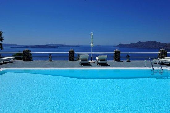 Oia Suites Pool