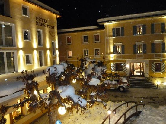 Hotel Baer & Post: View of hotel at Night