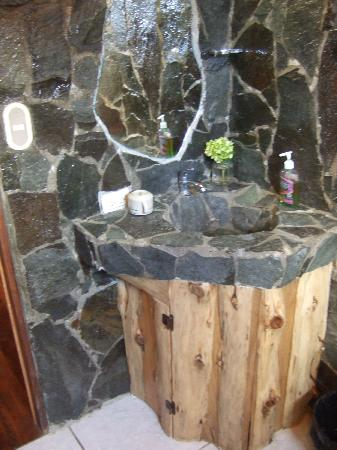 Cabinas Capulin : bathroom sink