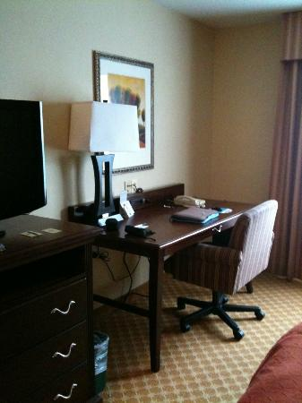 Country Inn & Suites by Radisson, Washington Dulles International Airport, VA: Work-desk
