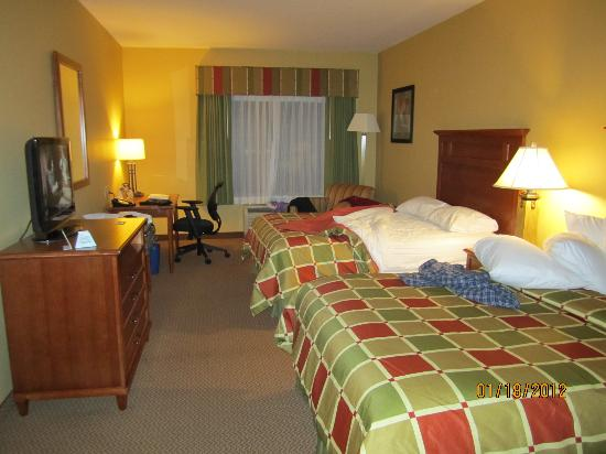 Best Western Plus University Park Inn & Suites: large room