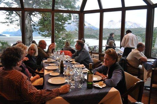 Lago Grey Hosteria and Navegacion: Dining room