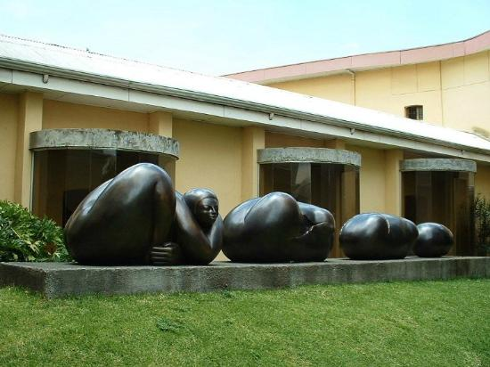Museo de los Ninos: Birth of a Woman, sculpture in the courtyard