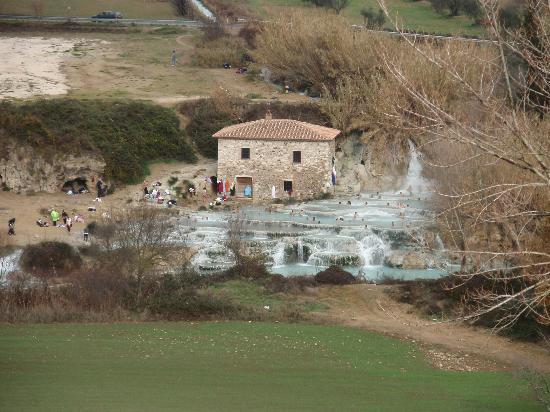 Hotel la Fonte del Cerro Saturnia: Saturnia sulpur cascades 31st of jan 2011