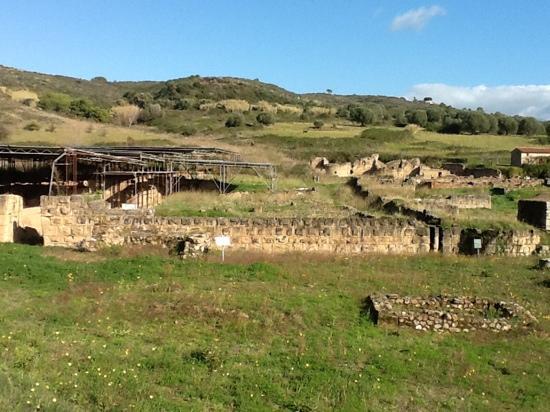 Velia Ruins: da lontano.....Velia