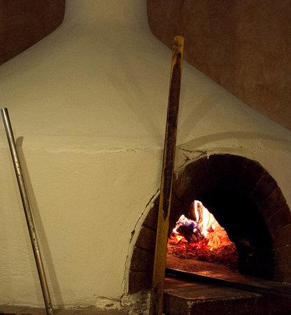 Italikon : ι πιτσες μας ψηνονται σε φουρνο με ξυλα